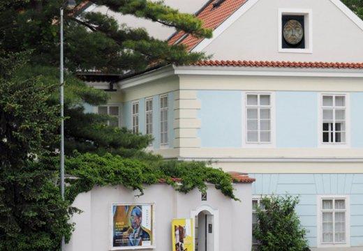 Arthouse Hejtmánek, galerie a aukční dům se nachází v  pražském Bubenči v domě ze 17. století.
