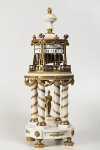 A ROTUNDA TABLE CLOCK