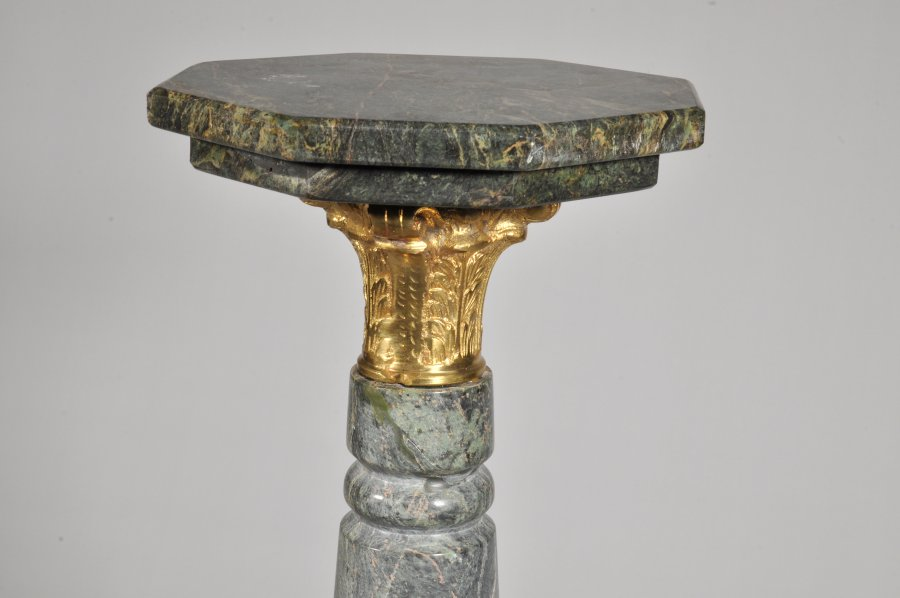 PEDESTAL WITH COLUMN CAPITAL