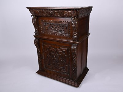 CABINET WITH HUNTING MOTIVES