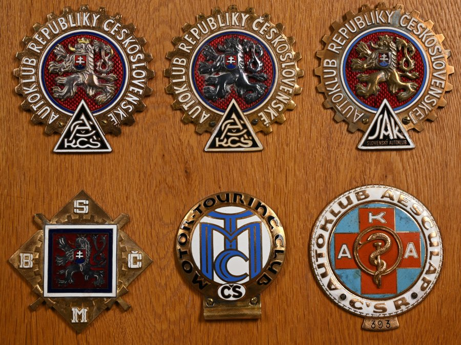 COLLECTION OF CAR CLUB BADGES I.